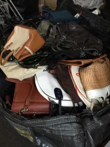 たくさんの鞄